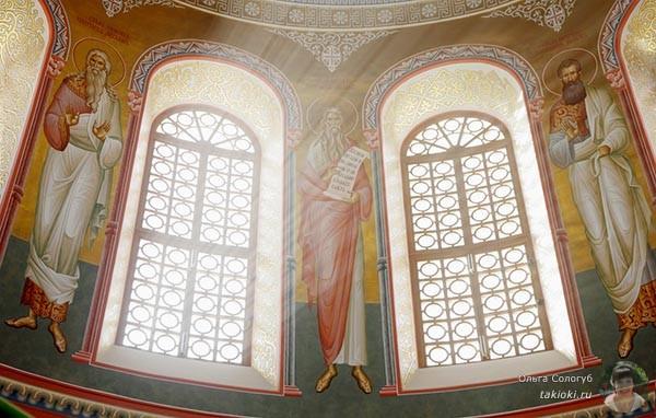 Окна в соборе