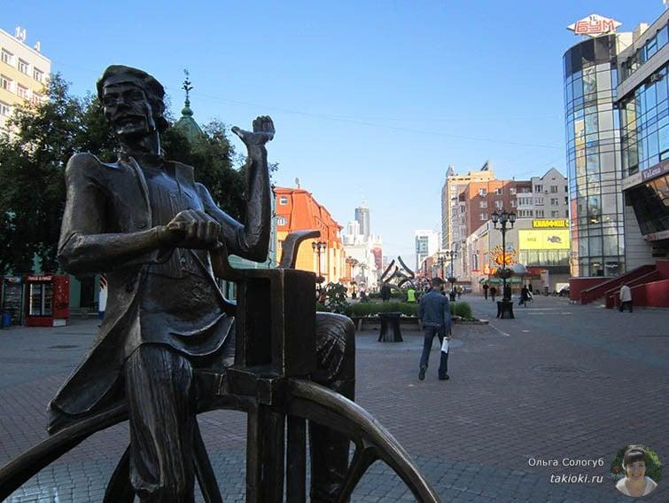 Статуя изобретателю велосипеда Е.М. Артамонову