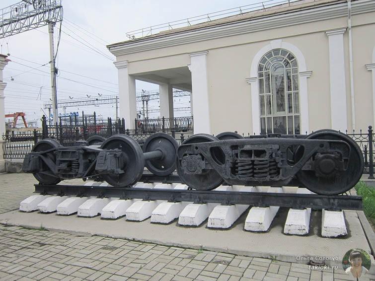 Рельсы возле музея Свердловской железной дороги