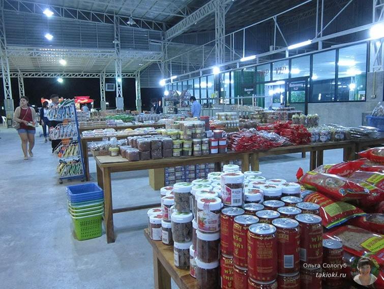 Мини-рынок на ночной остановке до Краби