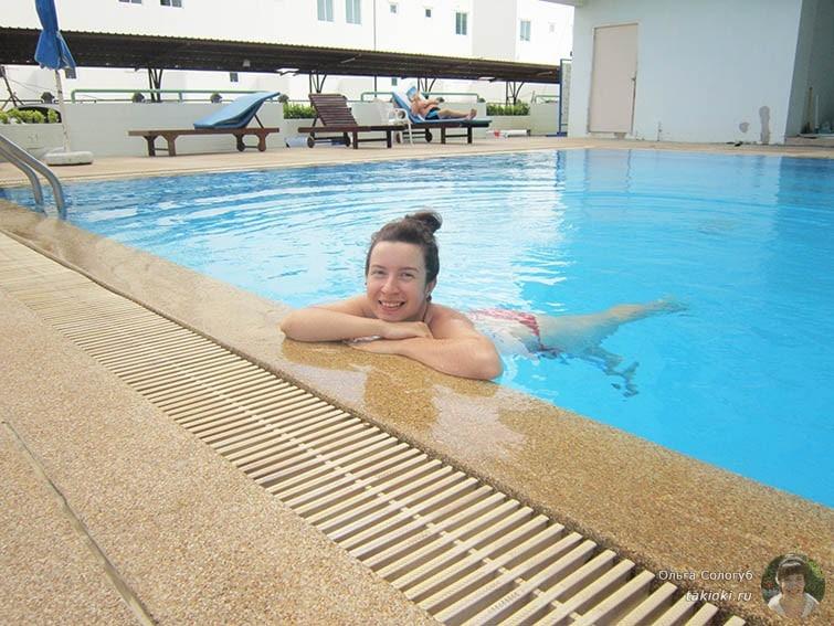 Плаваю в бассейне