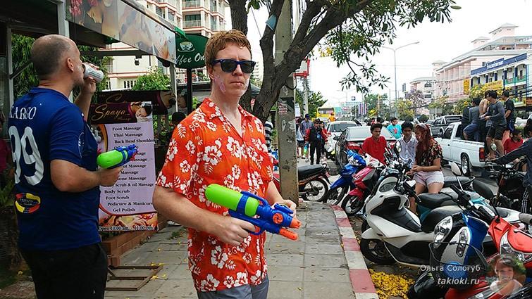 Празднуем Сонгкран в Таиланде