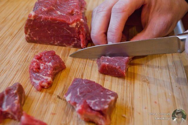 нарезаем мясо кусочками