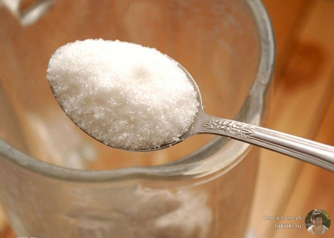 готовим цветную сахарную пудру в блендере шаг1