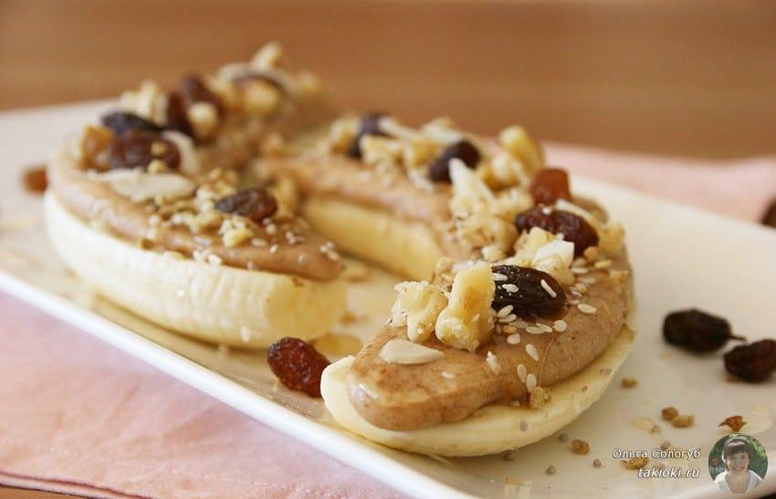 Банановый бутерброд с миндалем