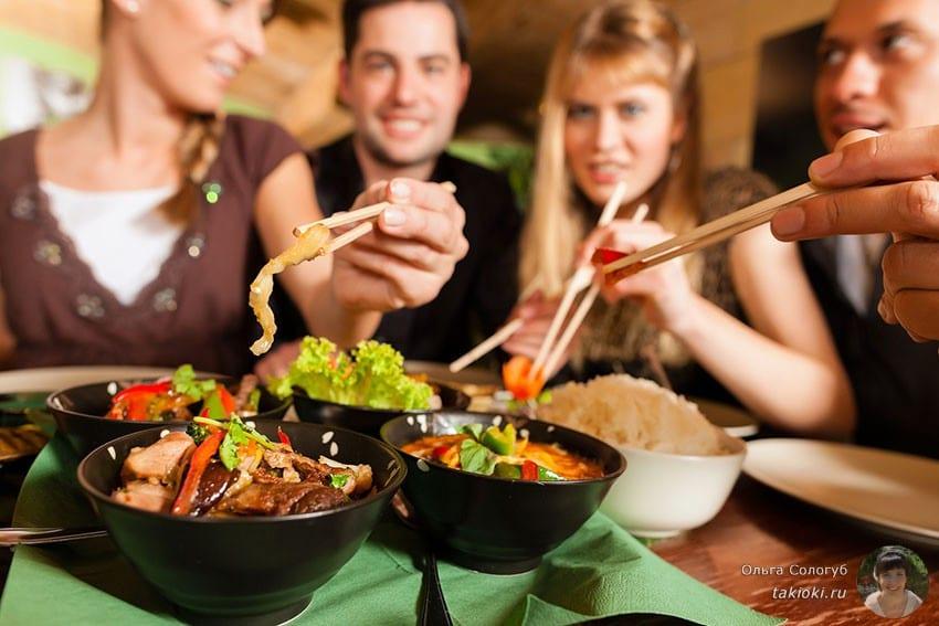 с гостями мы съедаем больше