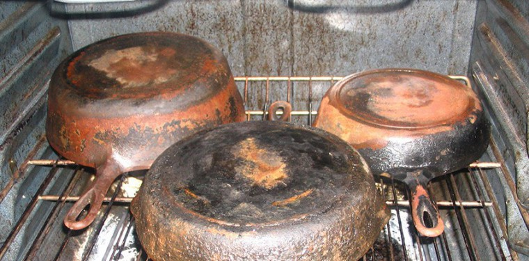 Чем и как очистить сковороду от нагара — реально действующие способы очистки
