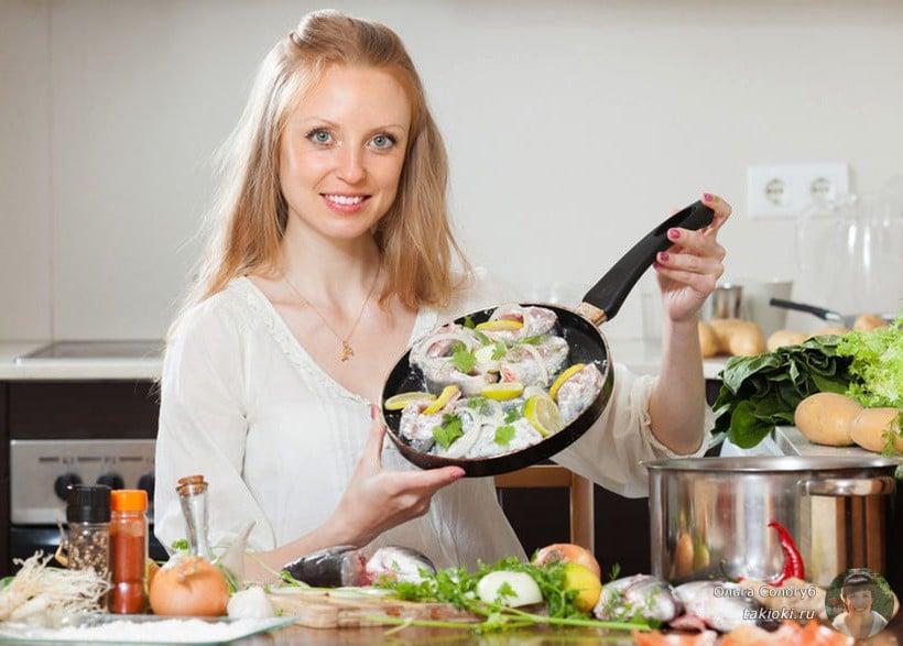 жарим карася на сковороде в муке и яйце