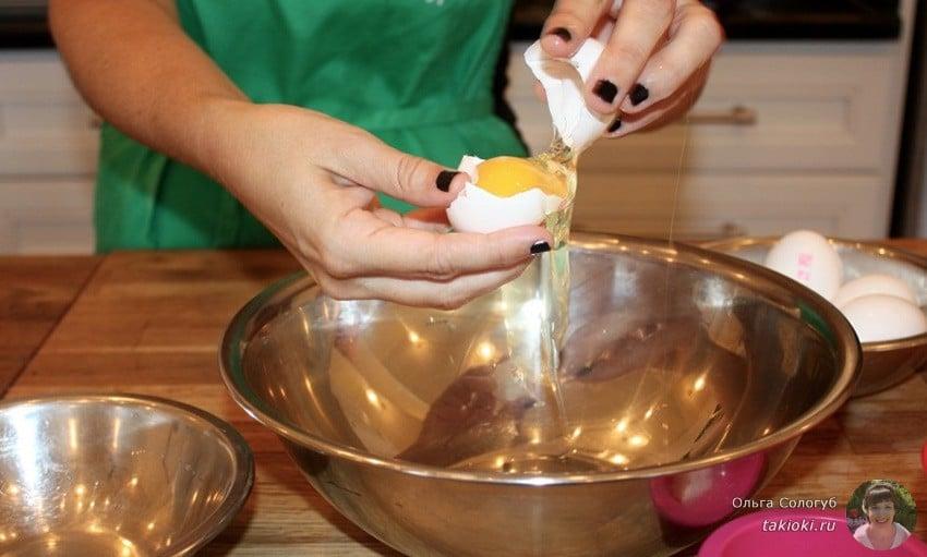 как правильно взбивать белки с сахаром в густую пену