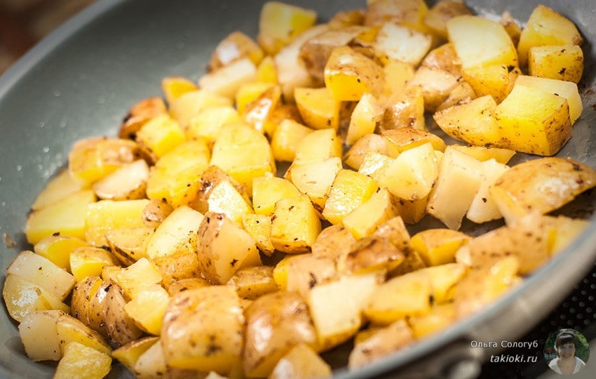 как пожарить картошку на сковороде с луком видео