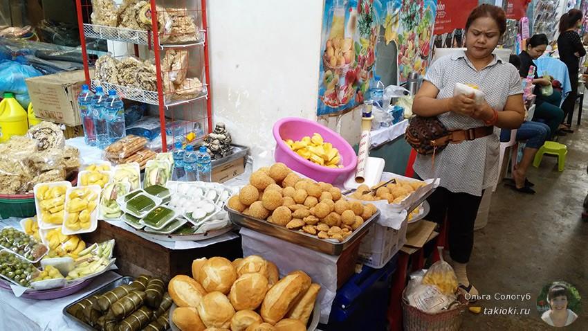 3-chto-poest-v-laose