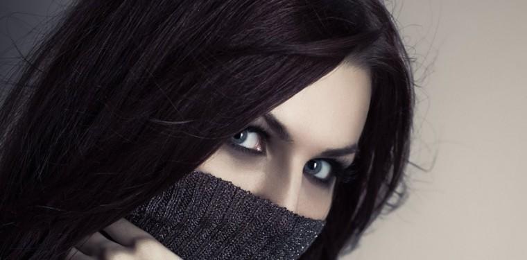 В чем причины появления темных кругов под глазами у женщин и как от них избавиться