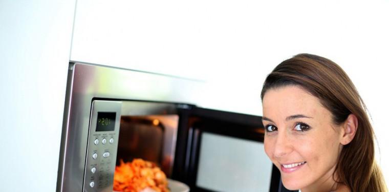 Незаменимая помощница на кухне — микроволновка. Принцип работы СВЧ-печи и разновидности моделей