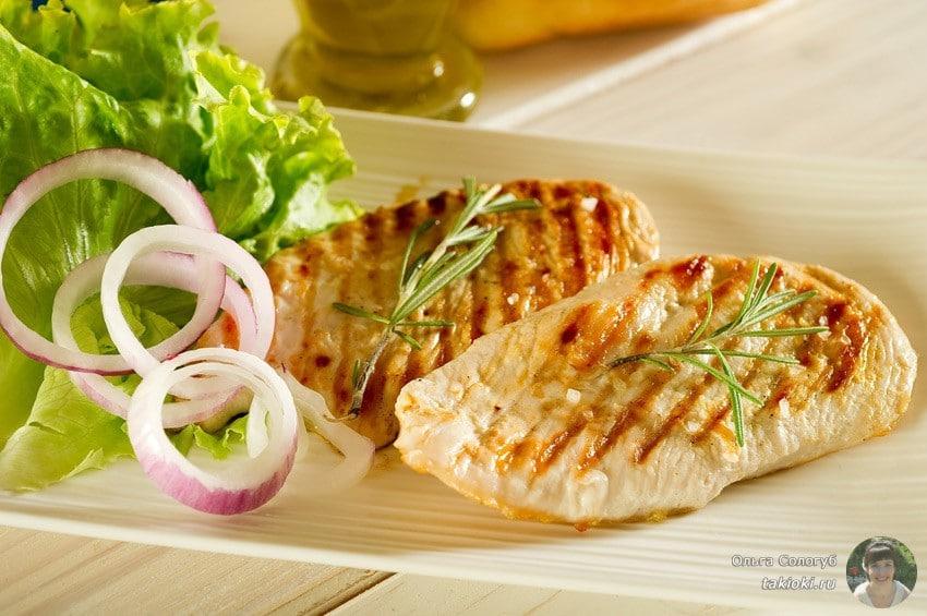 сочная курица со сметаной на сковороде гриль