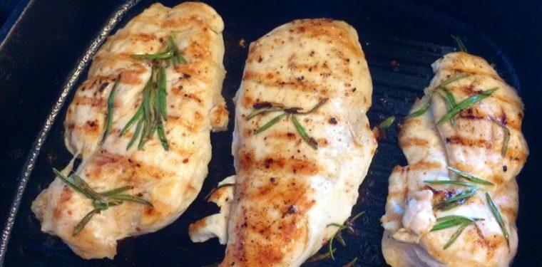 Куриное филе на сковороде — тонкости приготовления в кляре и с различными подливками