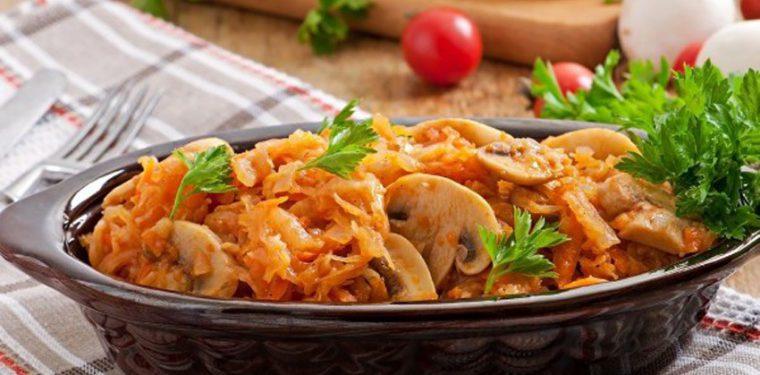 Как обалденно вкусно потушить капусту на сковороде – все тонкости и секреты + 3 оригинальных рецепта