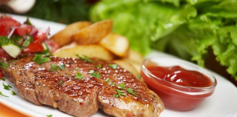 2 потрясающих рецепта — как вкусно пожарить стейк свинины на сковороде
