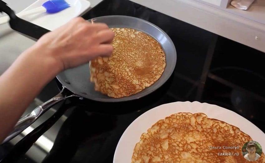 как перевернуть блины руками на сковороде с антипригарным покрытием чтобы не обжечься