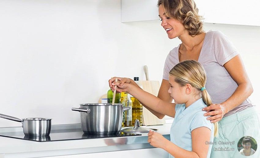 как тушить мясо на сковороде с луком и с картошкой