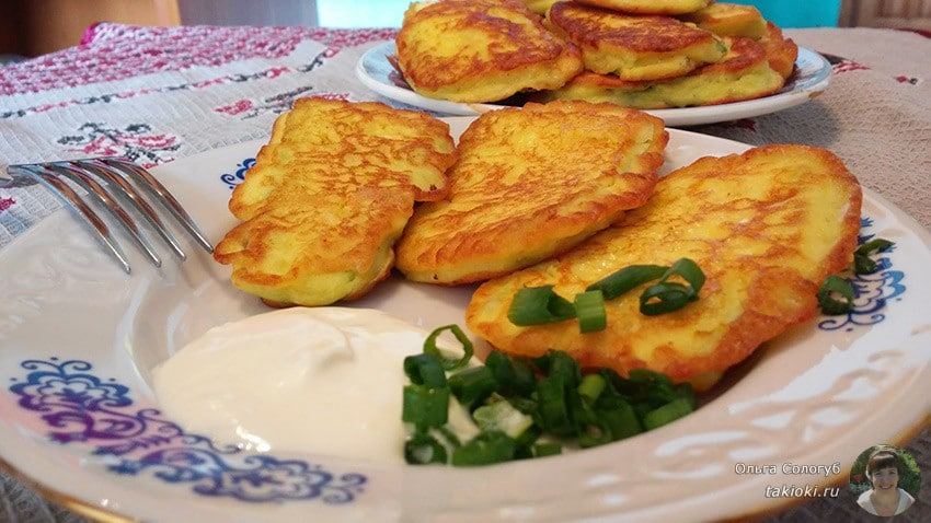 готовим кабачки в муке с яйцом и помидорами