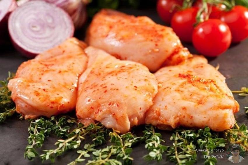 как приготовить куриные бедра на сковороде в маринаде