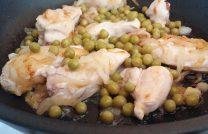 Рецепт приготовления вкусной куриной грудки в сметане на сковородке