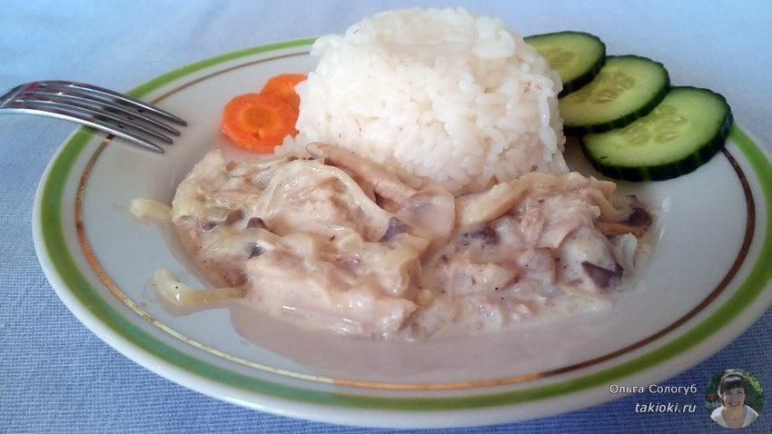 Шампиньоны с курицей в сметане на сковороде рецепт с пошагово