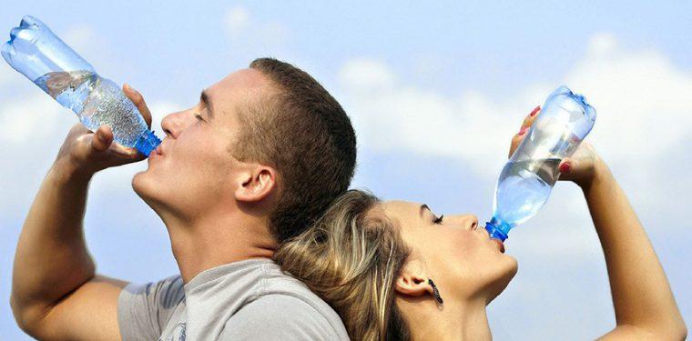 Как правильно пить воду и правда ли, что нужно пить 2 литра ежедневно