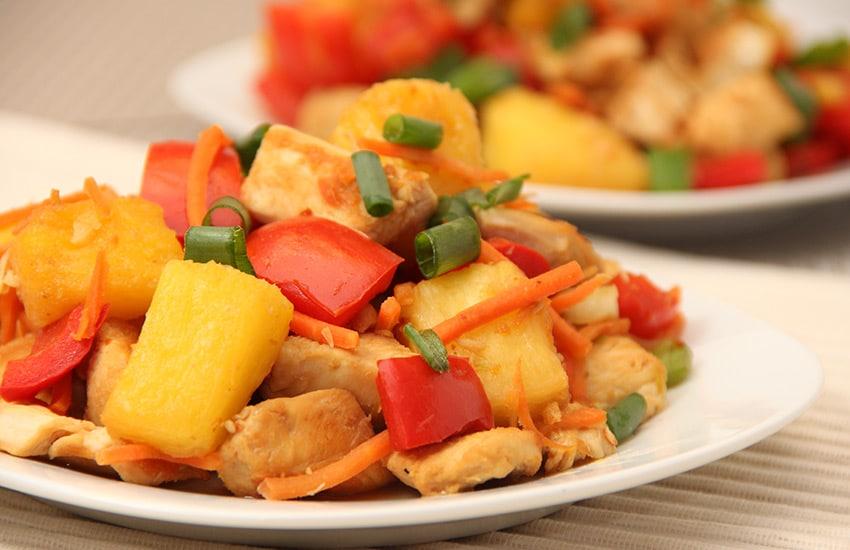 курица с подливом на сковороде рецепт с фото