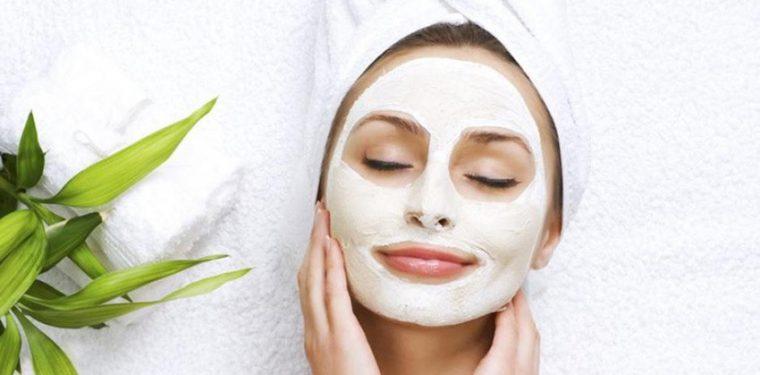 Чем полезна белая глина — обзор полезных свойств и советы по применению для лица, волос и тела
