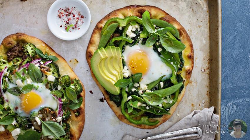 готовим пиццу с яйцом и авокадо