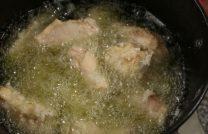 Готовим куриные крылышки на сковороде — пошаговый рецепт обалденного блюда в медово-соевом соусе