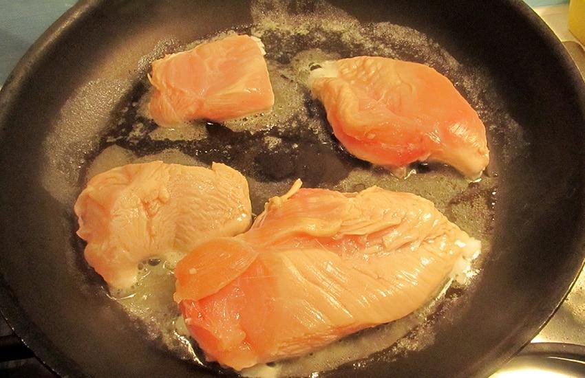 филе курицы на сковороде
