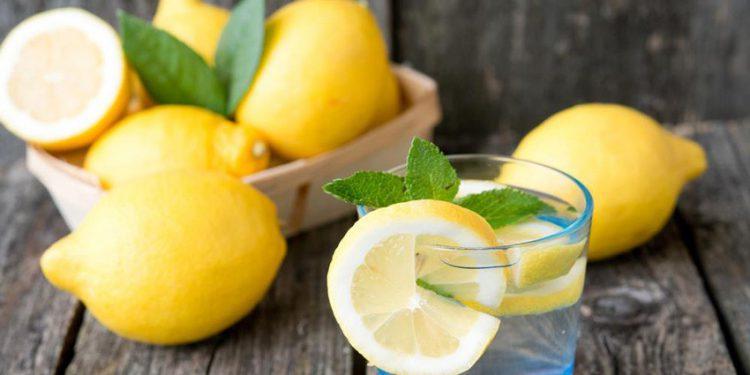 Может ли вода с лимоном способствовать похудению и оздоровлению?