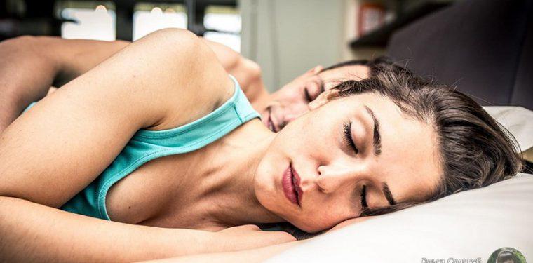 Что может значить положение вашего тела во время сна