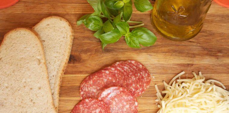 Готовим горячие бутерброды в микроволновке – 7 оригинальных рецептов с фото