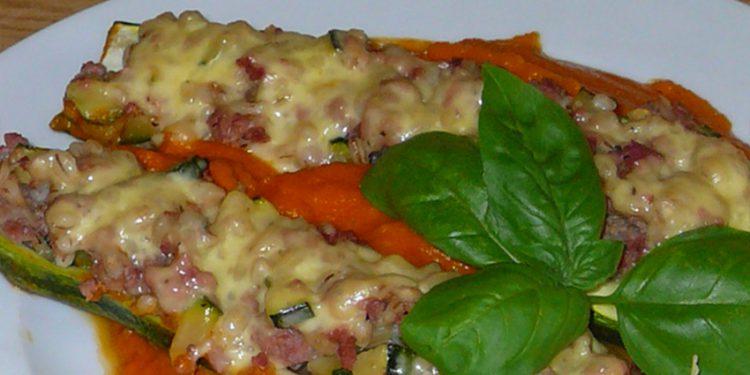 Готовим фаршированные тушеные кабачки-лодочки с перловкой, говядиной и сыром