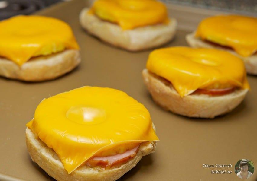 бутерброды в микроволновке с яйцом и помидорами