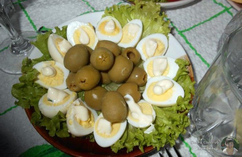 перепелиные маринованные яйца