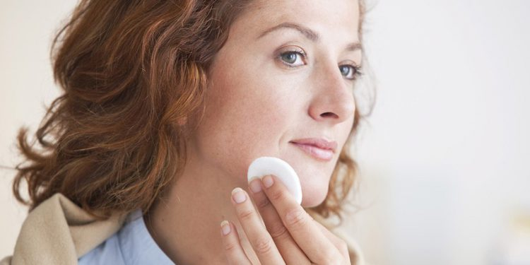 Правильный уход для зрелой кожи — натуральные подтягивающие маски для лица и профессиональные средства