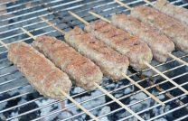 Готовим мясо на деревянных шпажках на гриле – рецепт + дополнительные секреты