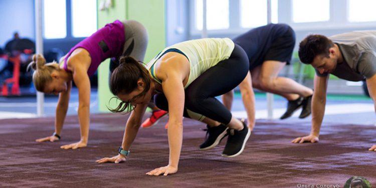 Берпи – одно из лучших упражнений в тренировках кроссфит, дающее множество преимуществ