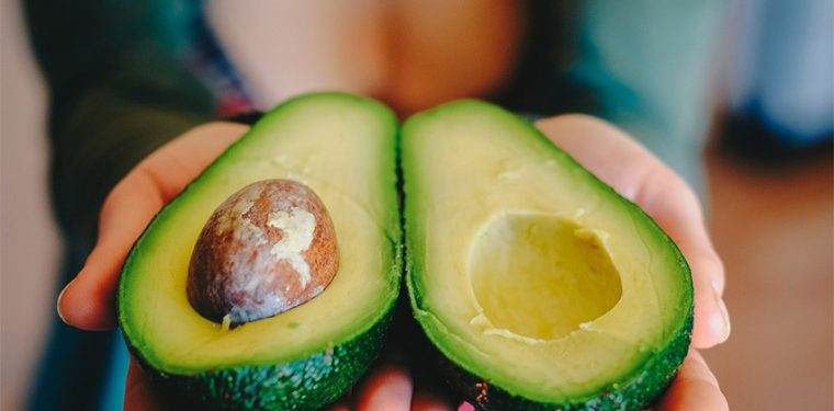 10 классных вариантов домашних средств с авокадо для красоты вашего лица и волос