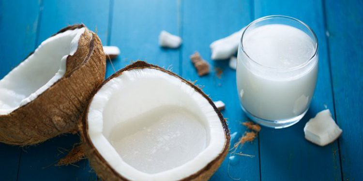 10 полезных свойств кокосового молока для волос, кожи и здоровья