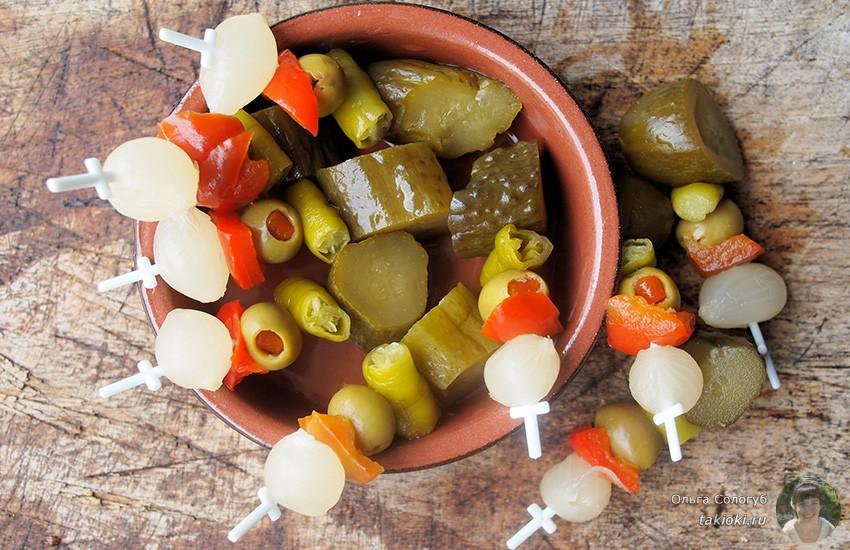 овощной шашлычок лук огурцы и помидоры