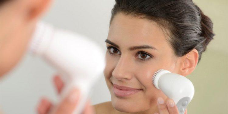 Как правильно пользоваться ультразвуковой щеткой для лица для глубокого очищения кожи