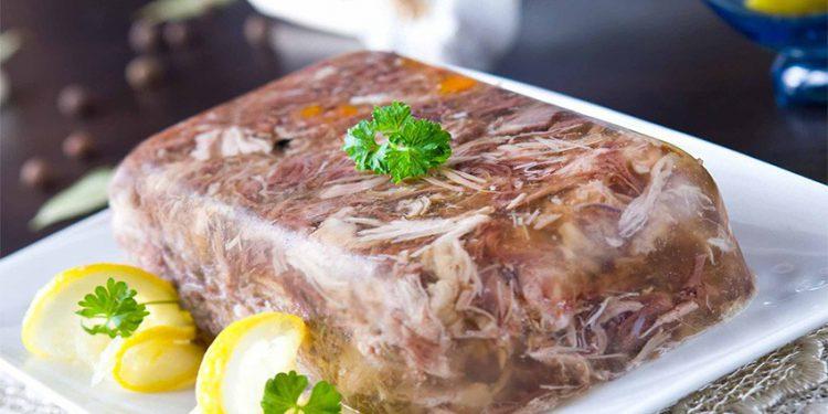 Как правильно варить дома холодец из свиной рульки и ножек: вкусные рецепты и полезные советы
