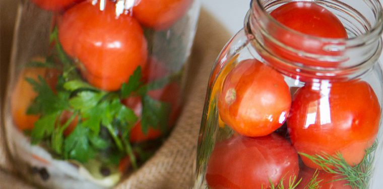 Очень вкусные маринованные на зиму помидоры — простые рецепты с уксусом и без