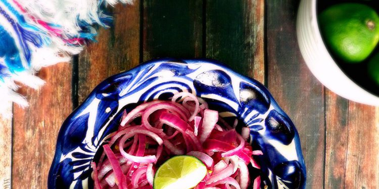 Рецепты приготовления простых и вкусных салатов с маринованным луком